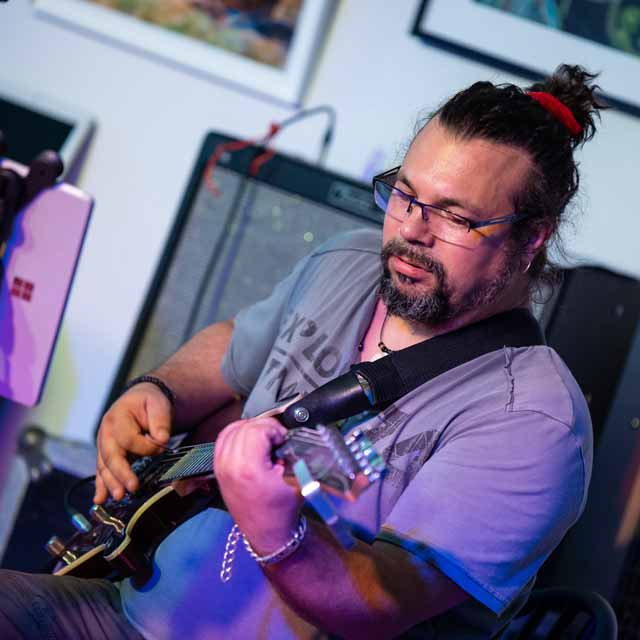 Yves Moisy professeur de guitare et basse